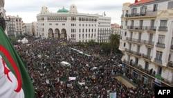 Акция протеста в столице Алжира, 22 марта 2019 года.