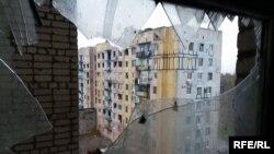 Вигляд з вікна зруйнованої квартири в Авдіївці, архівне фото