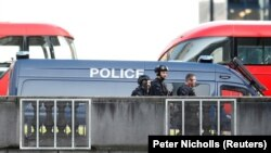 London. London köprüsindäki polisiýa ofiserleri. 29-njy noýabr, 2019.