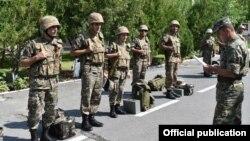 ՀՀ ԶՈւ ստորաբաժանումներից մեկի զինծառայողներ, արխիվ