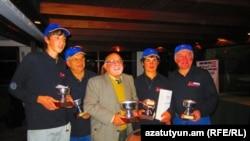 Уругвай - Почетный консул Армении Рубен Абрамян ( в центре) и его команда с кубками турнира по гольфу, Монтевидео, июнь 2011 г.