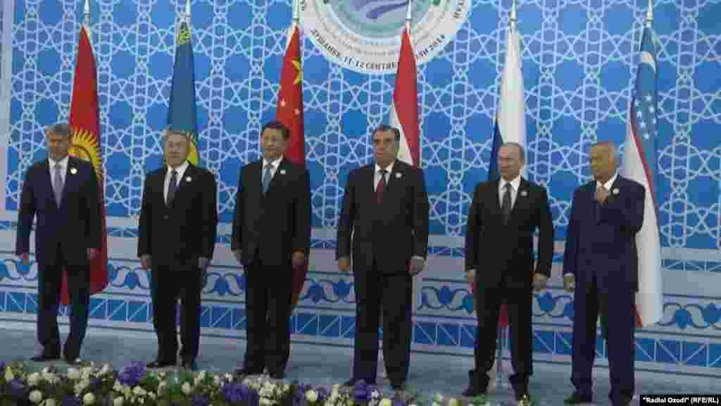 12 сентября в Душанбе прошел саммит Шанхайской организации сотрудничества (ШОС). Главы государств - участников ШОС, в которую входят Китай, Россия, Казахстан, Кыргызстан, Таджикистан и Узбекистан, решили открыть для совместного использования все автодороги, находящиеся внутри организации.