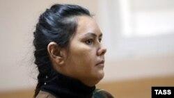 Медсестра из Узбекистана Гюльчехра Бобокулова на предварительных слушаниях в зале суда в Москве, 13 октября 2016 года.