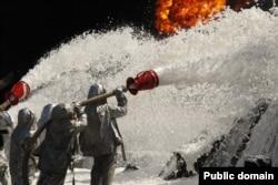 Під час гасіння пожежі на нафтобазі компанії «БРСМ-нафта». 10 червня 2015 року