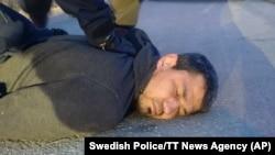 Ахмат Акилов при задержании после наезда на людей