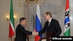 Глава Татарстана Рустам Минниханов и губернатор Новосибирской области Василий Юрченко