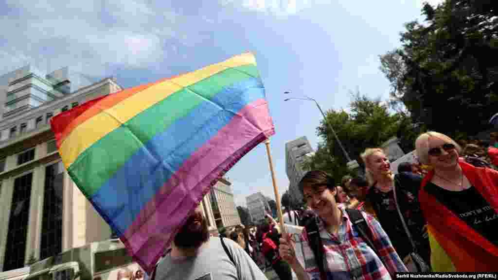 Участники марша изменили маршрут, чтобы избежать столкновений с противниками мероприятия.
