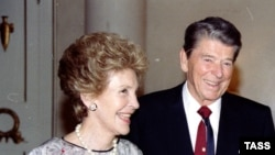Nancy dhe Ronald Reagan,1990