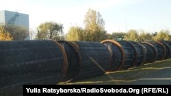 На Павлоградському хімзаводі утилізували дві третини твердого ракетного палива часів «холодної війни». На фото корпуси відпрацьованих ракет на території заводу