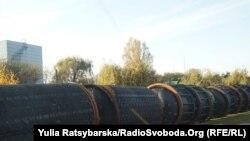 На фото корпуса отработанных ракет на территории Павлоградского завода