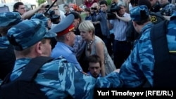 Задержание Евгении Чириковой и Петра Верзилов.