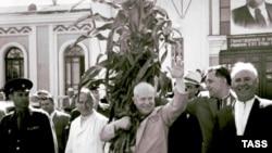 Хрущев Н.С., Щербицкий В.В., Подгорный Н.В. в Кременчуге, 1962 год