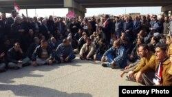 منتسبو معمل النسيج يتظاهرون في الكوت