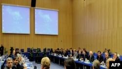 نمایندگان چهار کشور آمریکا و روسیه و فرانسه و ایران در مقر آژانس بینالمللی انرژی اتمی در وین اتریش