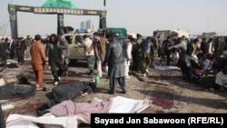 محل انفجار در ورودی زیارتگاه ابوالفضل در کابل. ۶ دسامبر ۲۰۱۱.