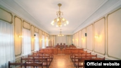 Судья назначила следующее заседание на пятницу. Осталось опросить еще двоих свидетелей