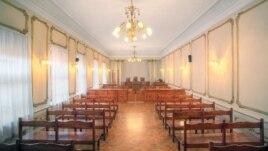 У парламента есть возможность очистить ряды судейских от непрофессиональных или недобросовестных людей в рабочем порядке. Другой вопрос – готовы ли депутаты сделать это честно, руководствуясь исключительно интересами граждан Южной Осетии