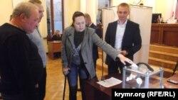 Ялтинские депутаты отправили в отставку главу городского совета Валерия Косарева, 11 ноября 2016 года