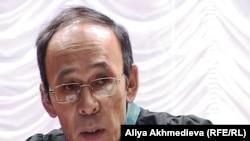 Батырбек Аралбаев, судья талдыкорганского военного суда по делу о прорыве плотины в поселке Кызылагаш. Алматинская область, 19 октября 2011 года.