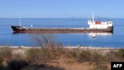 Танкер в Каспийском море. 5 сентября 2012 года.