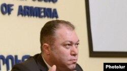Замминистра экономики Армении Тигран Арутюнян во время пресс-конференции (архив)