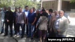 Крымские активисты после заседания суда по делу Ильми Умерова
