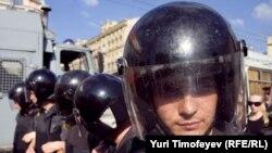 Полицейское оцепление на Триумфальной площади в Москве, 31 мая 2011