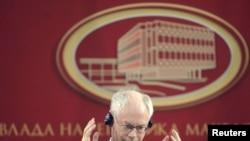 Претседателот на ЕУ Херман Ван Ромпуј на вчерашната прес конференција во Владата