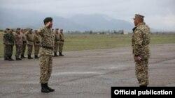 Солдаты минобороны Кыргызстана во время военной подготовки.