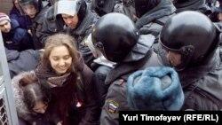 Апсењето на опозициски активисти во Русија