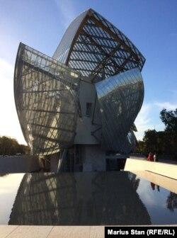 Clădirea Fundației Louis Vuitton din Paris
