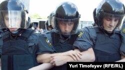 Силы правопорядка демонстрируют полную готовность к разгону очередной акции оппозиции