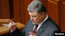 Петро Порошенко під час виступу в парламенті України, 6 вересня 2016 року