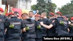 Mobilizare impresionantă a forţelor de ordine la Chişinău
