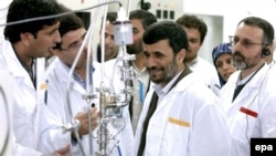 Iranian President Mahmud Ahmadinejad (center) inspects the Natanz enrichment plant in March 2007.