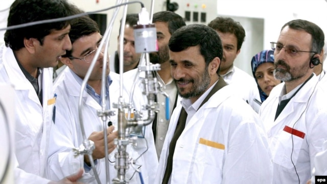 Iranian President Mahmud Ahmadinejad (center) inspecting the Natanz plant in central Iran in 2007