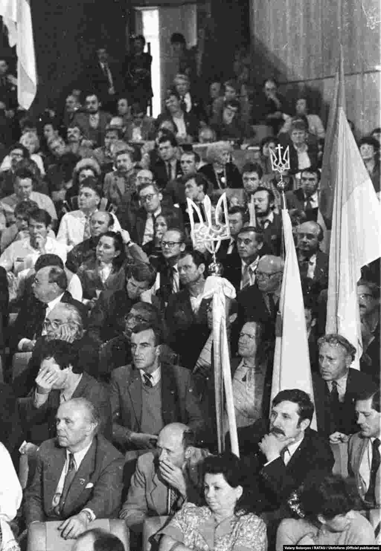 Починався і завершувався з'їзд Запорозьким маршем