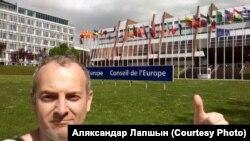 Bloggerul Alexandr Lapșin lângă clădirea Adunării Parlamentare a Consiliului Europei, Strasbourg, 25 aprilie 2018