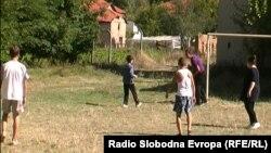 """Ученици од основното училиште """"Пере Тошев"""" од село Дупјачани."""
