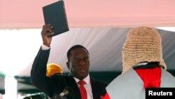 Էմերսոն Մնանգագվան պաշտոնապես ստանձնում է Զիմբաբվեի նախագահի պաշտոնը, Հարարե, 24-ը նոյեմբերի, 2017թ․