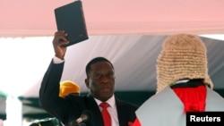 Еммерсон Мнангагва складає присягу президента Зімбабве