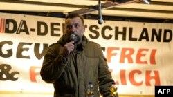 Lutz Bachmann, leader of the PEGIDA-nın Drezdendə aksiyası zamanı, 26 oktyabr, 2015