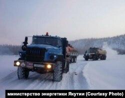 Вездеходы с углем для якутского поселка Сватай