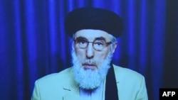 حکمتیار هنگام سخنرانی ویدیویی برای سران افغانستان.