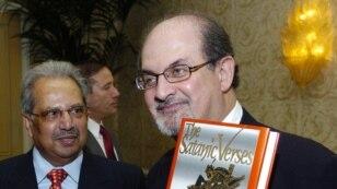 """Salman Rushdie """"Şeytan ayələri"""" kitabı ilə"""