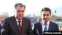 Президент Таджикистана Эмомали Рахмон и его сын Рустам Эмомали. Душанбе, 25 декабря 2015 года.