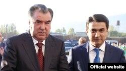 Президент Таджикистана Эмомали Рахмон (слева) и его сын Рустам Эмомали. 25 декабря 2015 года.