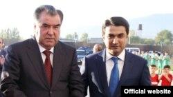Президент Таджикистана Эмомали Рахмон (слева) и его старший сын Рустам Эмомали (справа).