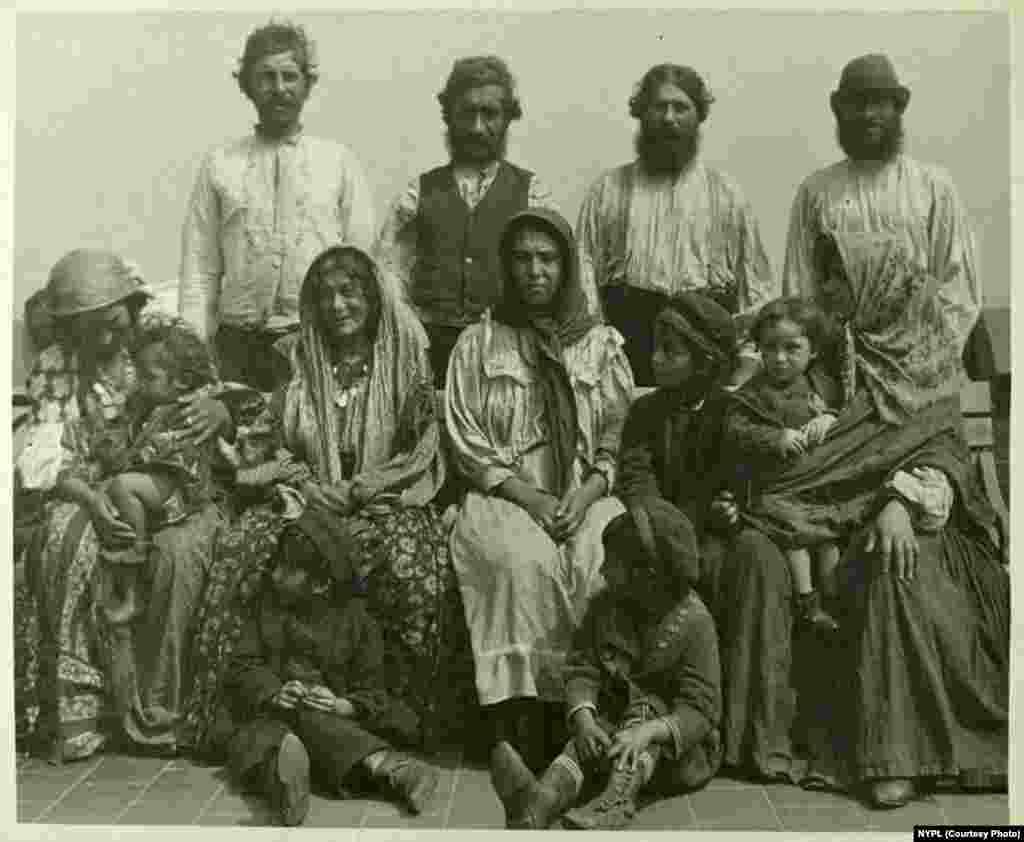 Serbian Roma (circa 1906).