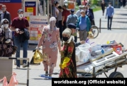 Low wages and price hikes at food markets have exacerbated the plight of many Tajiks during the pandemic. (file photo)